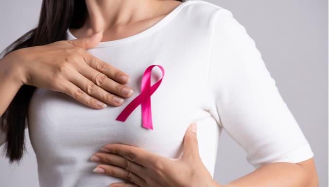 Outubro Rosa: tiramos 6 dúvidas mais comuns sobre câncer de mama